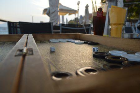 Das klassische Brettspiel Backgammon