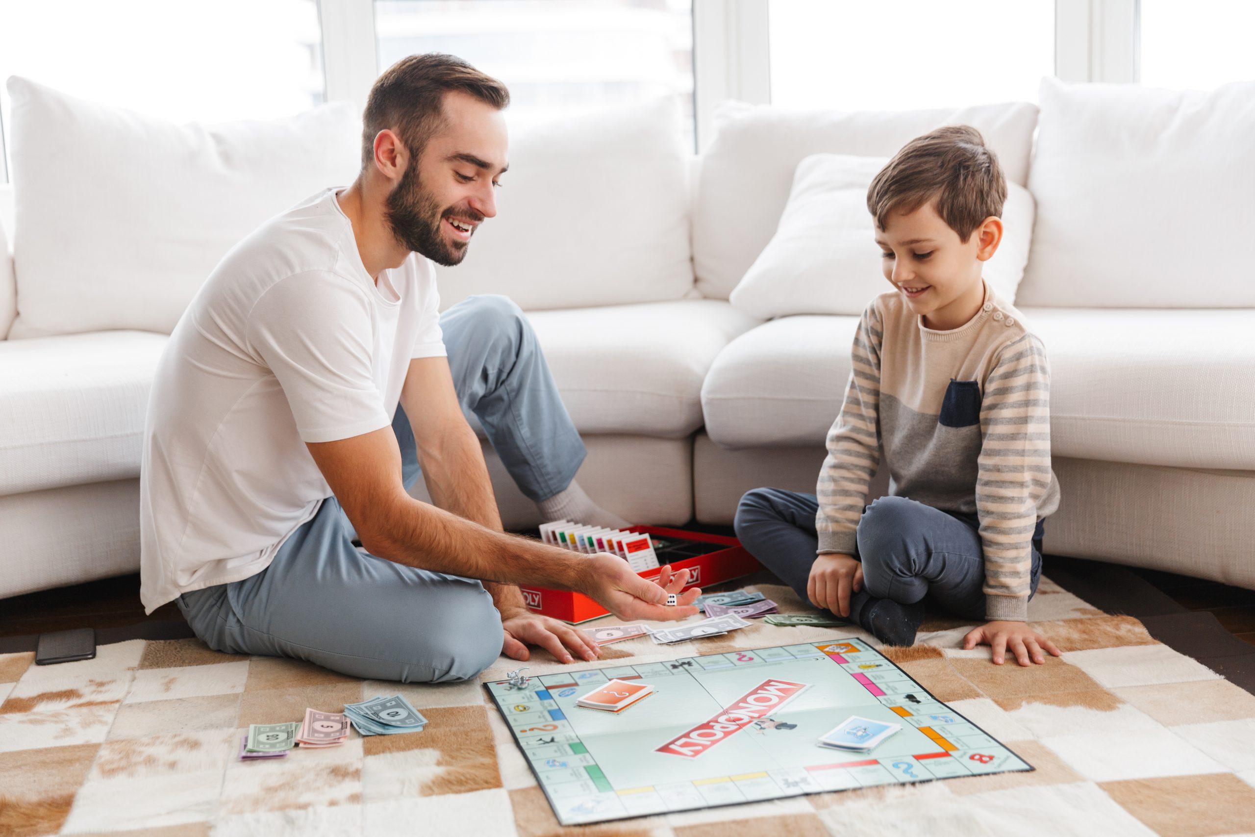 gesellschaftsspiele f r kinder ab welchem alter. Black Bedroom Furniture Sets. Home Design Ideas